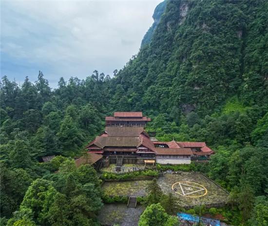 峨眉山佛寺园林建筑构思精奇,别具匠心,展现出高超的技艺和科技成就.