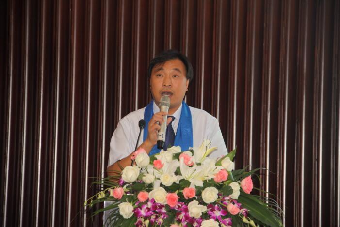 淇县文物旅游局党委书记、局长邢培生为现场嘉宾做旅游推介